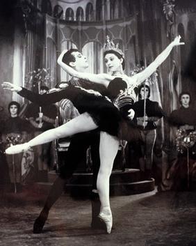 Margot Fonteyn and Robert Helpmann, Swan Lake
